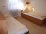 Einzelbett und Querklappbett (200 x 90 cm)