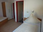 2-Bett-Zimmer mit direktem Zugang zum Bad